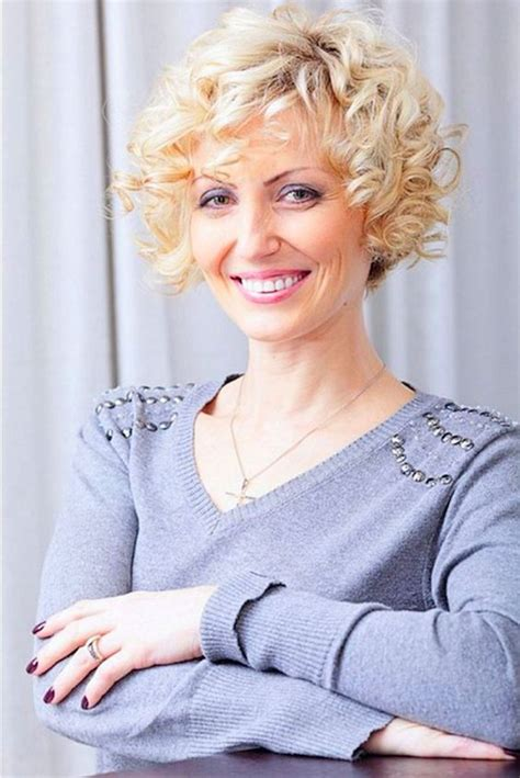short curly hairstyles for older women leaftv short curly bob hairstyles for older women womens