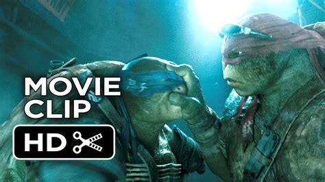 film zolwie ninja 2014 teenage mutant ninja turtles movie clip sneaking in