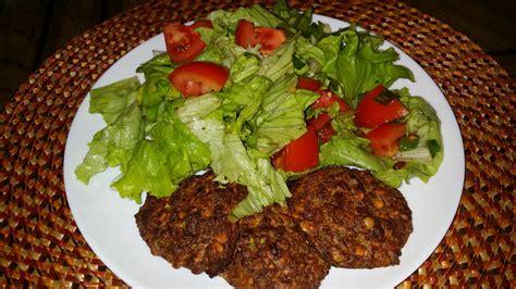 fotos gratis plato ensalada produce vegetal fresco comer carne almuerzo cocina