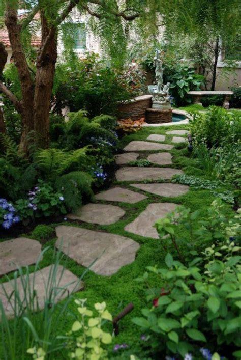 vorgarten mit gräsern vorgarten gestalten gartenweg steinplatten pflanzen b 228 ume