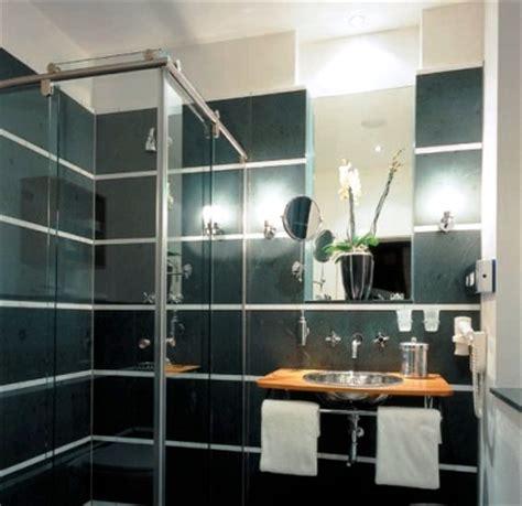 spiegel im badezimmer spiegel kleben 187 wie es richtig gemacht wird