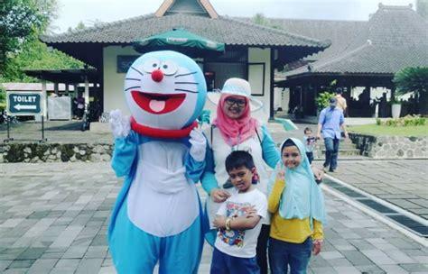 Pajangan Doraemon Dan Teman Teman komik doraemon dan seorang teman mir yuk kerumahku