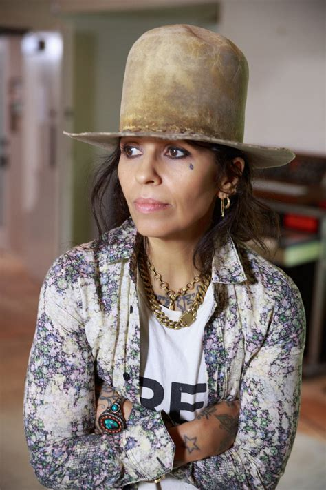 linda perry artist linda perry s dos and don t for writing love songs news