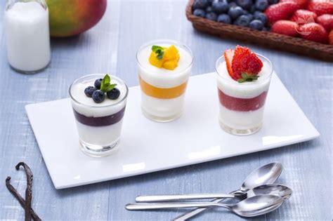 cuisine all馮馥 ricetta tris di panna cotta alle fragole mirtilli e mango