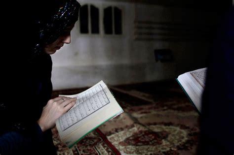 Wanita Mengeluh Al Quran Menjawab hukum wanita haid membaca al quran muslimah