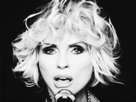 Kirsten Stands Up To Blondie Fans by Debbie Harry Is Still Cooler Than Everyone Else Baeble