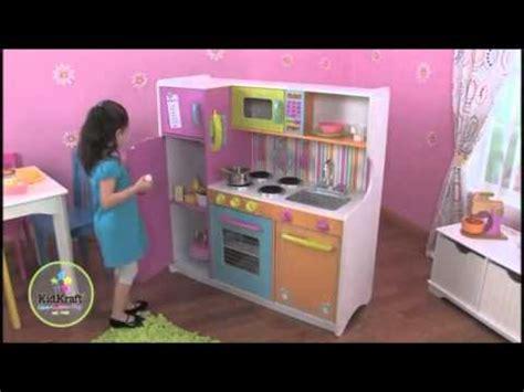 kidkraft grote vrolijke luxe keuken 53100 kidkraft grote vrolijke keuken youtube