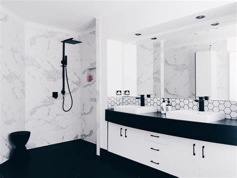 contemporary chic modern black and white bathroom