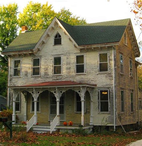 old farm house a little tlc is all she needs old farmhouse pinterest
