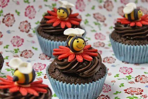 bienen kuchen bienen caupcakes muffins kuchen f 252 r kindergeburtstag