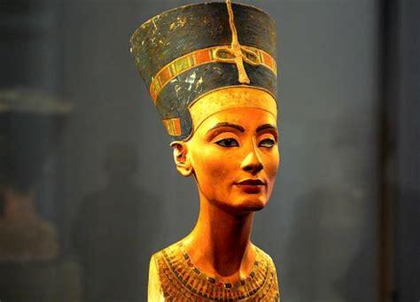 Maskara Nefertiti Cuenta Atr 225 S Para La B 250 Squeda De La Tumba De Nefertiti