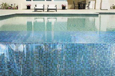 piastrelle piscina piastrelle per piscina pavimenti per esterni