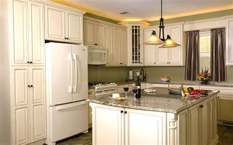 Fabuwood Wellington Ivory Glaze In Stock Kitchen Cabinets Ivory White Kitchen Cabinets