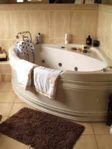 48 tubs small bathrooms 25 best ideas about corner tub on corner