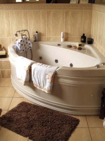 a glimpse into the types of soaking tubs for small