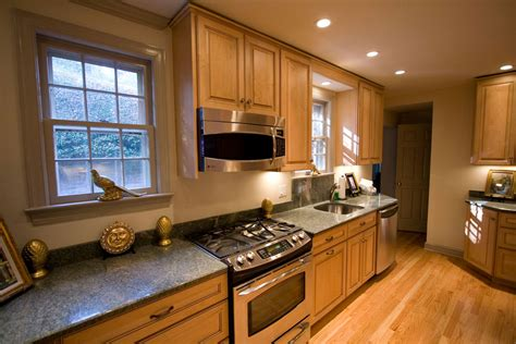 kitchen ideas for medium kitchens medium kitchen remodeling and design ideas and photos