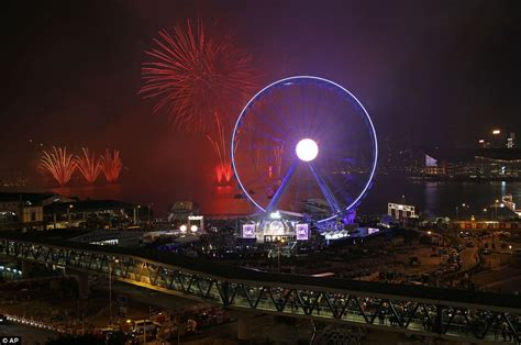 taiwan new year 2015 show new year s fireworks include special ww1 poppy