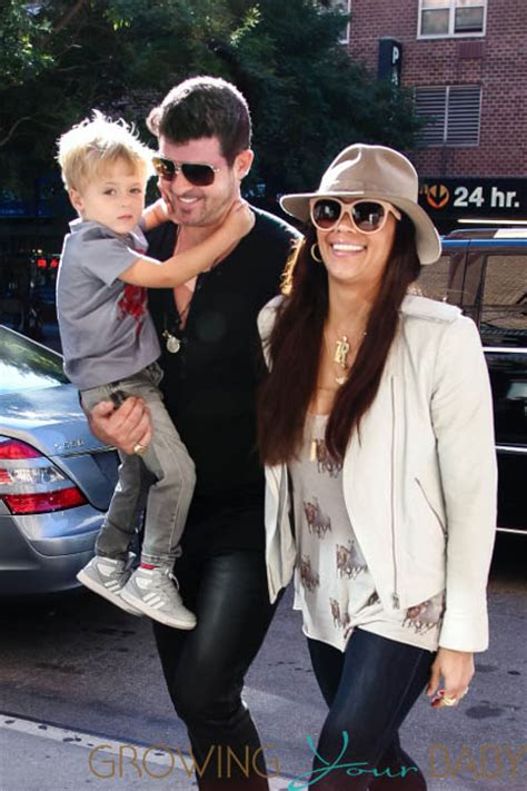 Carseat Baby Does 870 robin thicke and his family return to their downtown hotel
