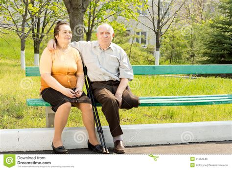 couple on park bench elderly couple on a park bench stock photo image 31052048