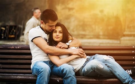 couple pic lovely sweet couple hug romance on bench full hd