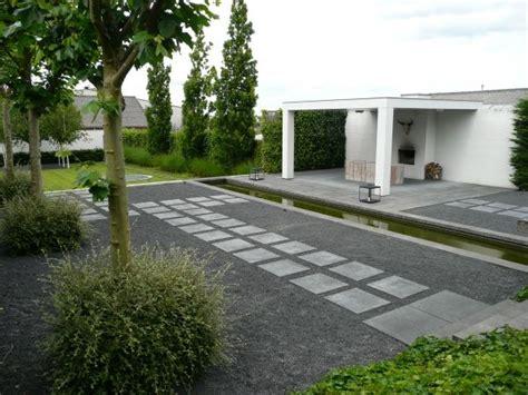 strakke tuin plantenbakken een zeer strakke tuin en een minimalistische overkapping