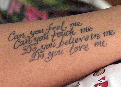 галерия татуировки надпис на ръката