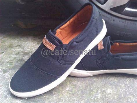 Terbaru Sepatu Casual Pria Original Likers jual terbaru airwalk hernann original black sepatu pria casual slip on di lapak yohana kelana