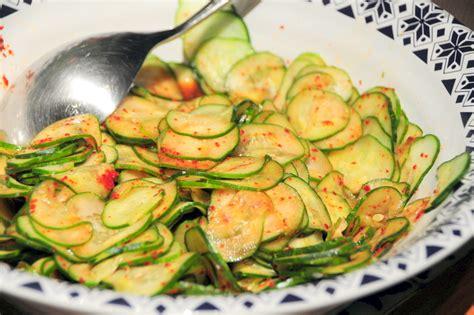 korean pickled cucumber salad