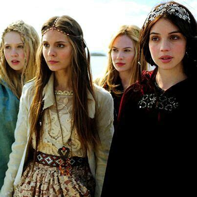 reign cw show hair weave beads 17 best images about reign fashion on pinterest adelaide