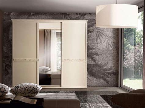 armadi ante scorrevoli specchio armadio classico ante scorrevoli con specchio centrale