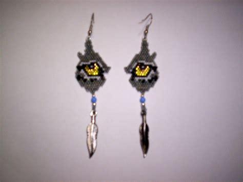 beaded wolf earring pattern brick stitch wolf eye delica seed bead earring pattern