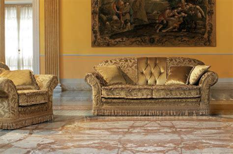 divani classici in legno divani classici in legno outlet divano con tessuto