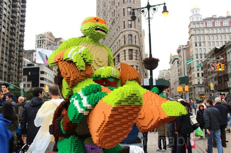 Furniture Cleaning Nyc by Lego Superheroes Show Up To Celebrate New Lego Flatiron