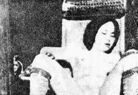 how to comfort a rape victim สาวจ นถ กญ ป นข มข นบนเก าอ chinese women under the