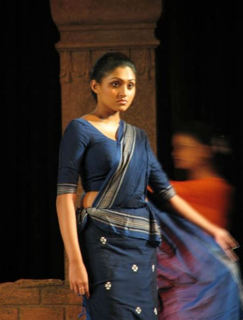 sari wikipedia the free encyclopedia sinhalese girl wearing a traditional kandyan saree osaria