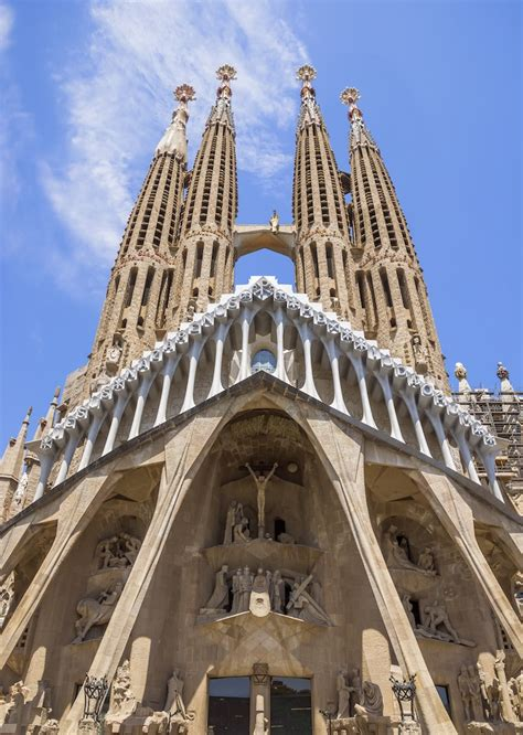 12 Facts About the Sagrada Familia and Gaudi Architecture
