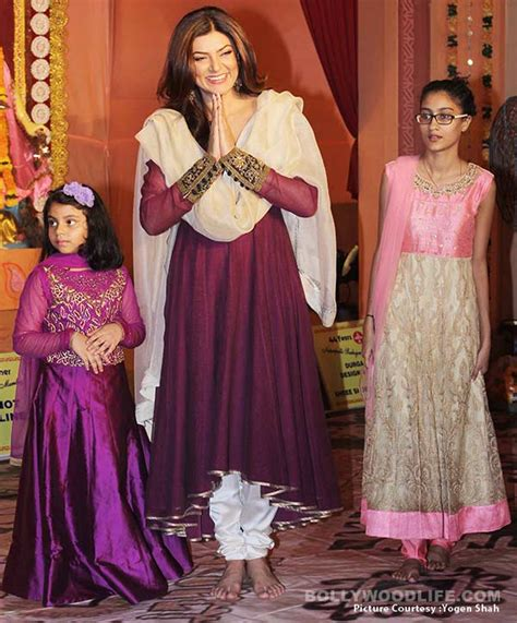 sushmita sen daughters sushmita sen twinning with her daughter alisah for durga