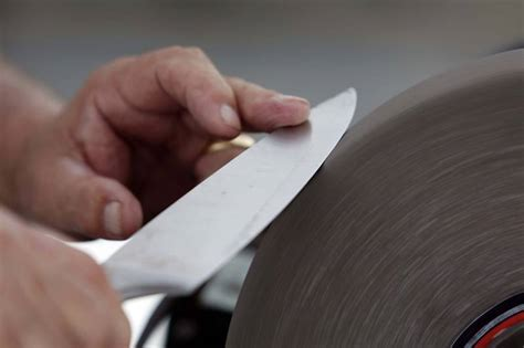 knife sharpening finding a professional sharpening service