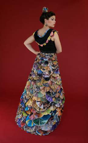 design gaun dari koran 10 gaun daur ulang ruang nol