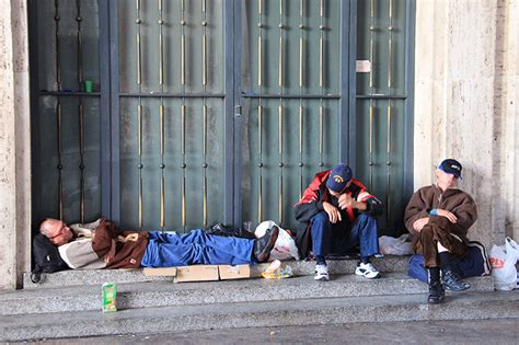pope francis to build showers for homeless in st peter s