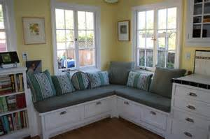 banquette seating enlarges a small kitchen