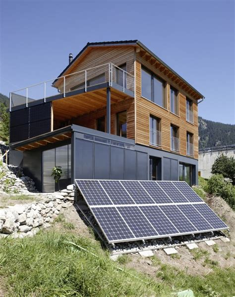 Holzhaus Am Hang by Holzhaus Am Hang Mit Solarpaneelen Tolle Holzh 228 User