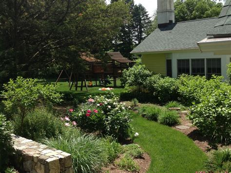 Fieldstone Gardens by Landscape Design Robidoux Landscaping