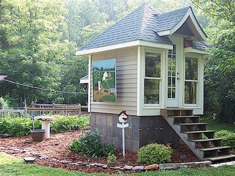 great small houses savvy housekeeping 187 living in a tiny space