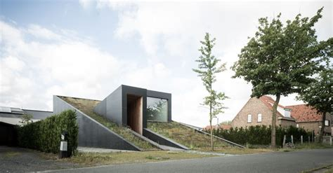 house rubber st this wedge shaped house has a sloping green roof facing