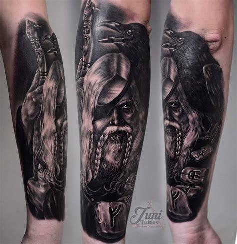 tattoo unterarm odin hugin und munin tattoo vorlagen bilder