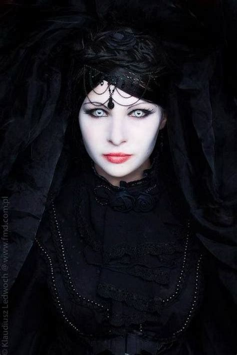 gothic girl with bright red hair 17 cool halloween 53 best goth makeup images on pinterest halloween