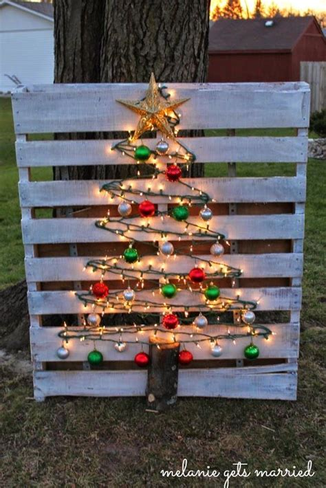 xmas pallet decor 60 of the best diy christmas decorations kitchen fun