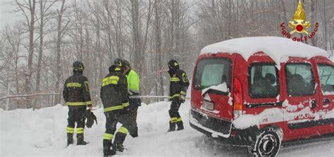 ministero interno vigili fuoco vigili fuoco azione emergenza neve jpg ministero dell