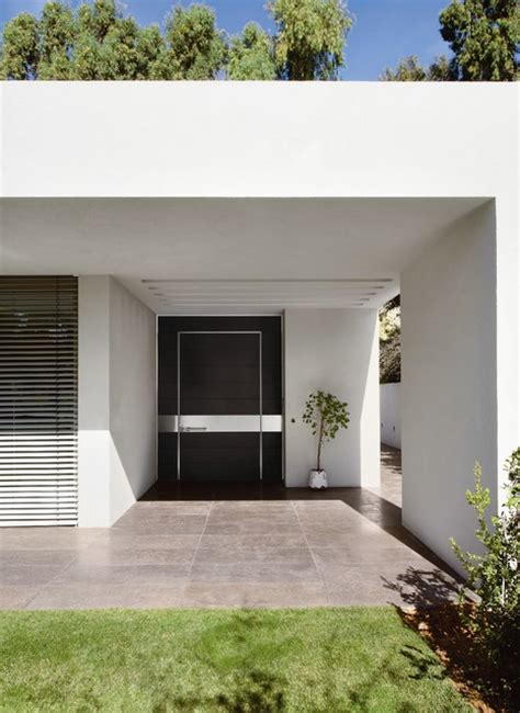 Front Door San Francisco Oversized Black Front Door From Oikos S Synua Collestion